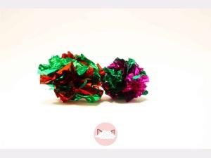 Gekleurde knisperballen voor katten